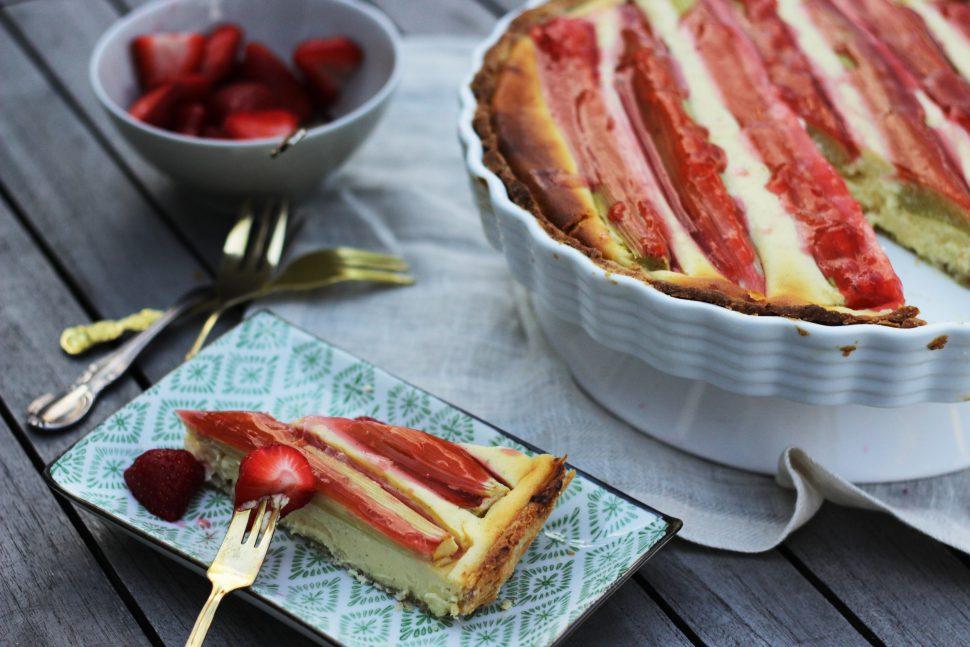 Rhabarber Cheesecake mit Erdbeergelee