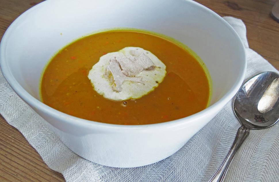 Curry-Kürbissuppe mit Zimtschlagobers
