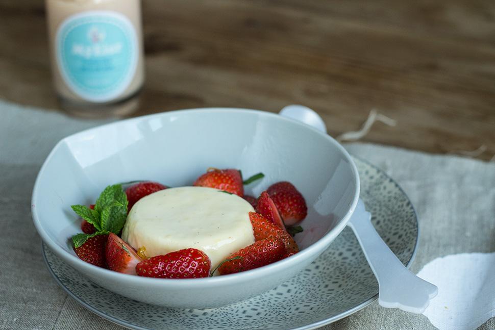 Gewinnspiel | Eierlikör-Creme mit Erdbeeren & Minze